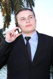 говорить мобильного телефона человека Стоковое Изображение
