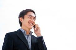 говорить мобильного телефона человека стоковое фото