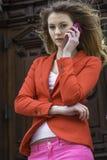 Говорить на телефоне Стоковые Изображения RF