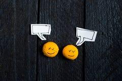 Говорить стороны 2 улыбок Стоковое фото RF