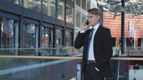 говорить телефона движения влияния бизнесмена нерезкости видеоматериал