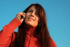 говорить телефона девушки Стоковая Фотография RF