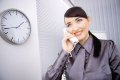 говорить телефона коммерсантки Стоковое Изображение RF