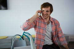 говорить телефона бизнесмена сь Стоковые Фото