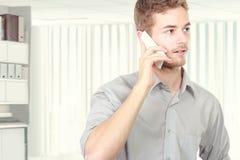 говорить телефона бизнесмена успешный Стоковая Фотография