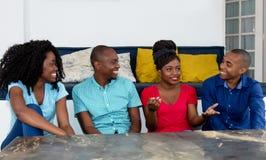 Говоря группа в составе Афро-американские люди и женщины Стоковая Фотография