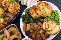 Говядина в ирландском прочном тушёном мясе с варениками стоковые фотографии rf