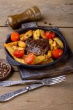 Говядина с potatos и томатами Стоковые Изображения RF