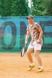 Годовалый теннис игры мальчика 15 стоковые фотографии rf
