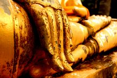 Год золота руки Будды статуи старый стоковое изображение rf
