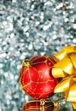 год красного цвета s золота смычка шарика новый Стоковое Фото