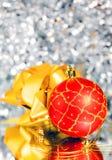 год красного цвета s золота смычка шарика новый Стоковое фото RF