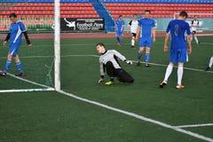Год 8-ое июня 2017 †Оренбурга, России «: Футбол игры мальчиков Стоковые Изображения RF