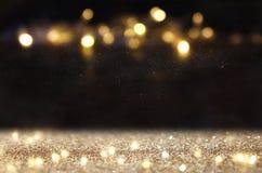 Год сбора винограда яркого блеска освещает предпосылку темное золото и чернота Сфокусированный De стоковая фотография rf