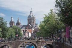 Голландская сцена канала в Амстердаме в Нидерландах стоковое изображение