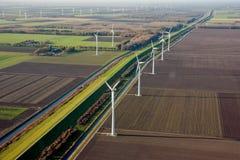 голландские ветрянки сельскохозяйствення угодье Стоковые Изображения