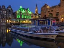 Голландские дома на Damrak в Амстердаме Стоковые Фотографии RF