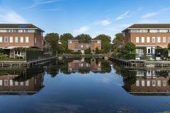 Голландские разделенные современные дома стоковое изображение rf