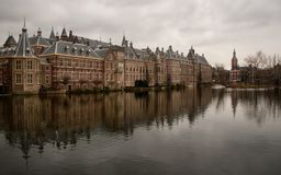 Голландский парламент на день overcast стоковые фотографии rf