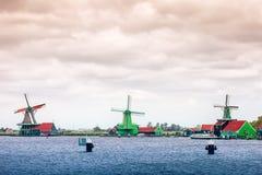 3 голландских ветрянки, Zaanse Schans, Амстердам, Нидерланды Стоковая Фотография