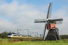 Голландцы благоустраивают с ветрянкой и поездом Стоковое Изображение RF
