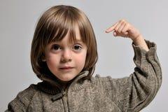 головка мальчика его немногая ponting Стоковые Фотографии RF