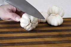 головки чеснока подготовляя жарить в духовке Стоковые Изображения