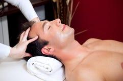 головной массаж Стоковые Изображения