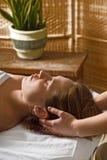 головной массаж Стоковое фото RF