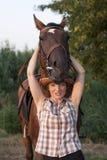 головные детеныши женщины лошадей владением Стоковые Изображения