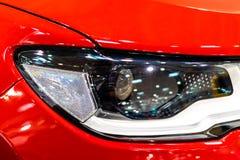Головные света автомобиля спорт стоковая фотография rf