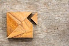 Головоломка Tangram с one piece ожидание для того чтобы соответствовать квадратной форме стоковое фото rf