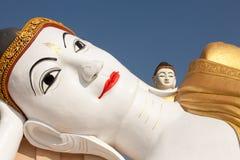 Головы Monywa Buddhas - 90 измеряют длиной возлежа Будды и 116 Стоковые Изображения