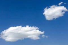 голубая белизна неба облака синь предпосылки красивейшая заволакивает небо Небо с синью облака природы погоды облаков Голубое неб Стоковое фото RF
