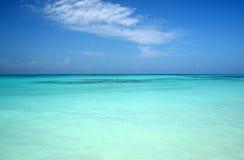 голубая бирюза моря Стоковая Фотография