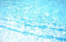 голубая вода заплывания бассеина Стоковое Изображение RF