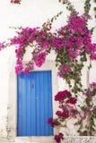 Голубая дверь стоковая фотография
