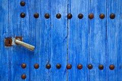 голубая дверь деревянная Стоковые Фото