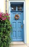 голубая дверь деревянная Стоковые Изображения