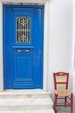голубая дверь стула Стоковая Фотография