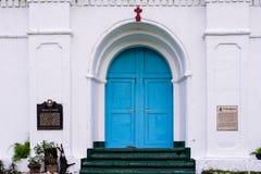 Голубая дверь церков Mahatao, Batanes, Филиппин Стоковая Фотография RF
