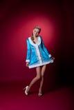 голубая девушка рождества представляя красное сексуальное Стоковые Изображения RF