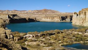 Голубая долина озера с горами пустыни видеоматериал