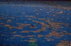 Голубая древесина амбара Grunge с откалывать и слезать краску стоковые фотографии rf