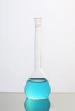голубая жидкость химиката бутылки Стоковое фото RF