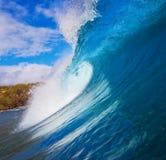 голубая занимаясь серфингом волна стоковые фотографии rf