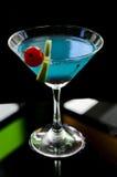 голубая известка питья коктеила вишни Стоковые Фото