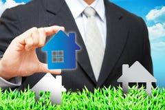 голубая икона дома владением руки Стоковые Изображения