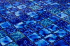Голубая керамическая предпосылка мозаики стоковые изображения