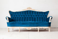 Голубая кровать софы Стоковое Изображение RF
